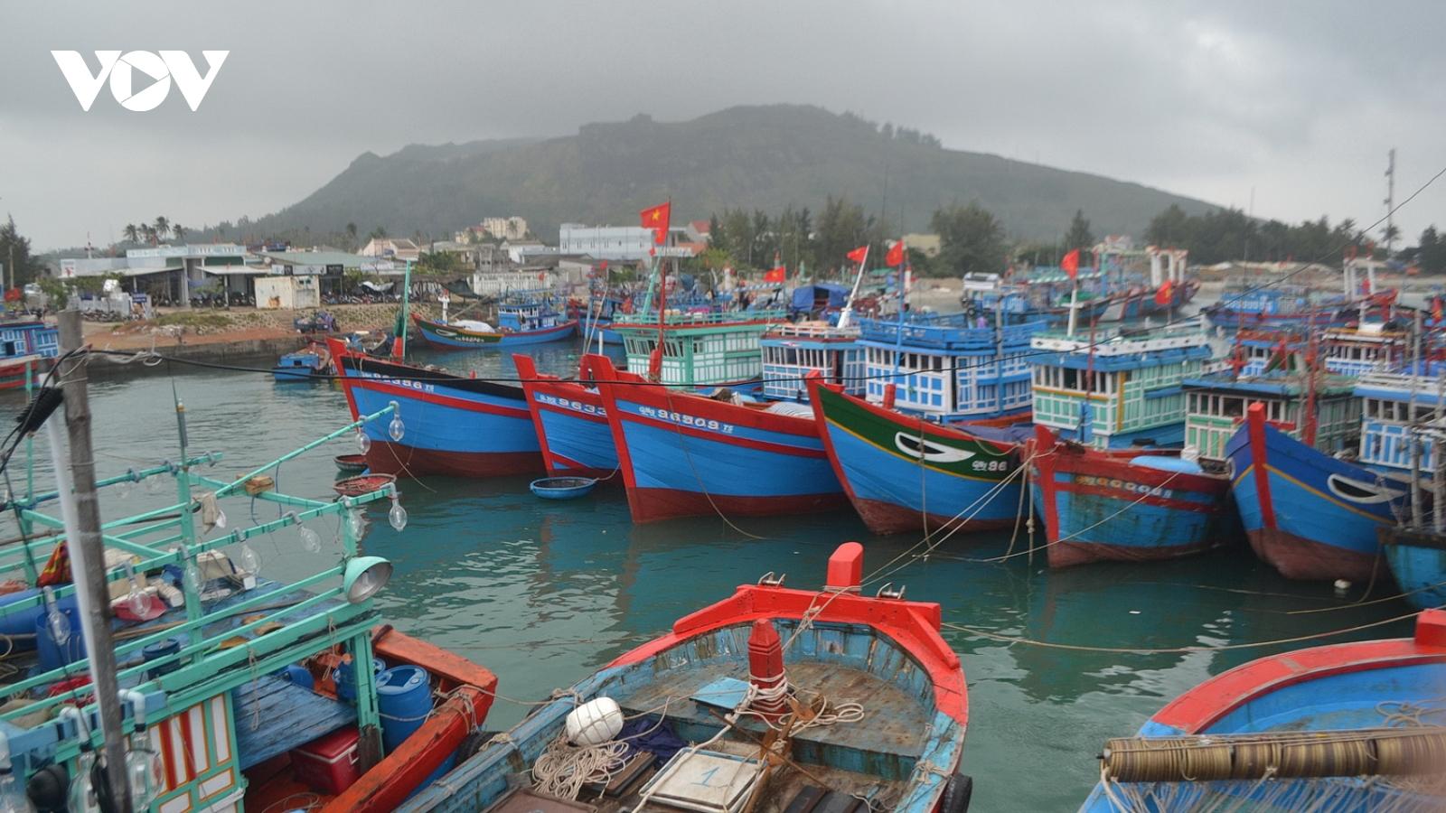 Biển động kéo dài ngư dân Lý Sơn không thể ra khơi