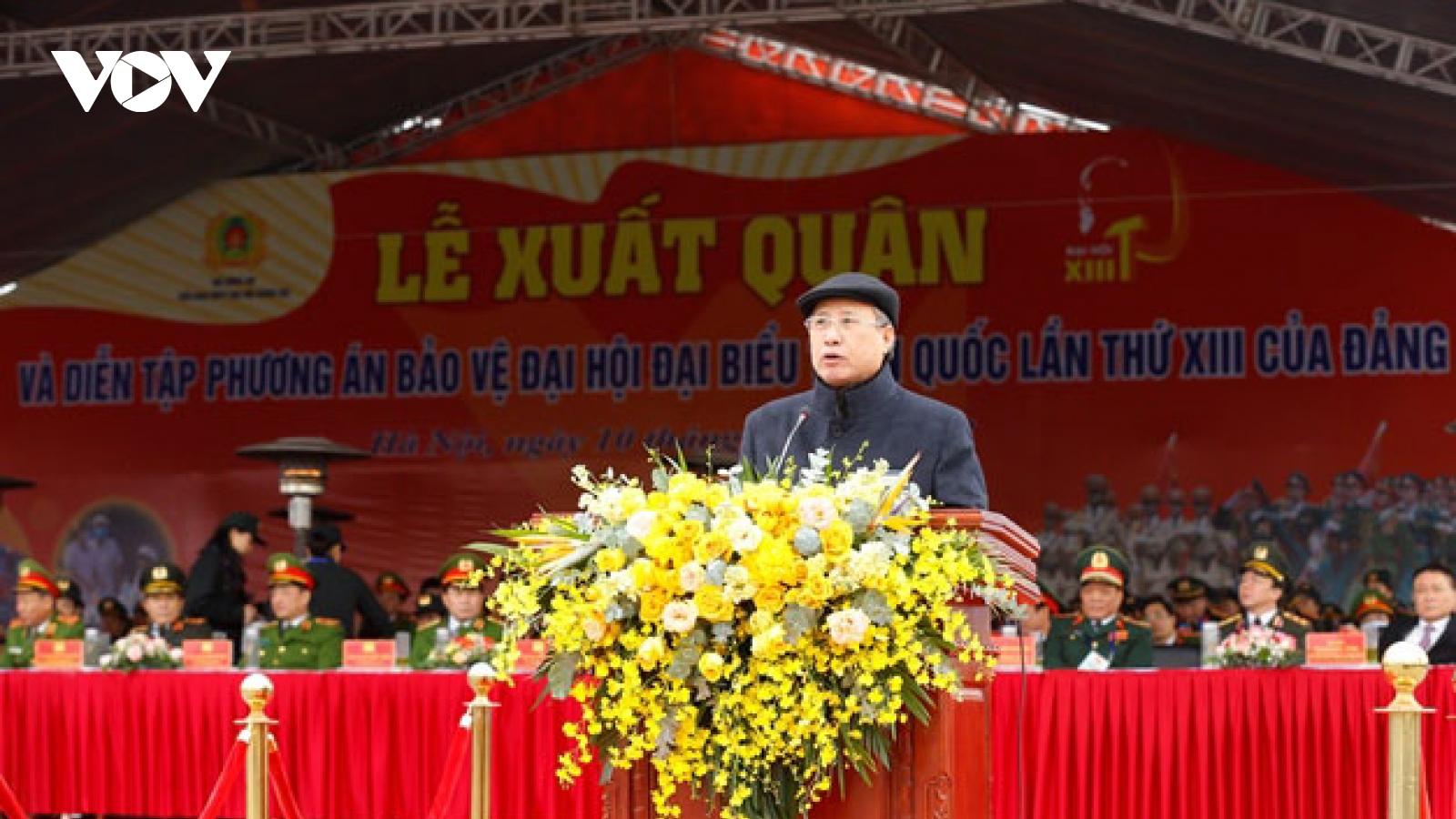 Thường trực Ban Bí thư Trần Quốc Vượng dự lễ xuất quân và diễn tập bảo vệ Đại hội Đảng 13