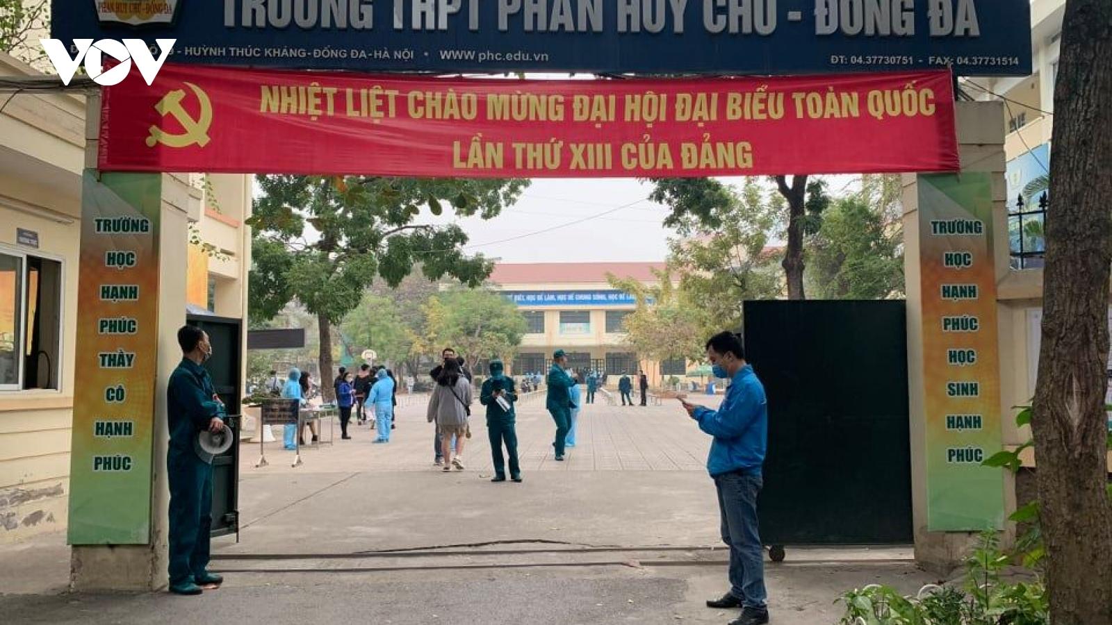 Tham quan đúng vùng dịch, 601 HS Trường THPT Phan Huy Chú Hà Nội phải test nhanh Covid-19
