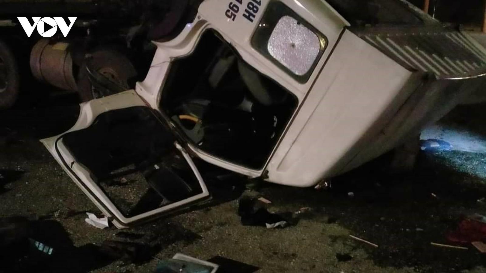 2 xe ô tô đối đầu, 6 người bị thương
