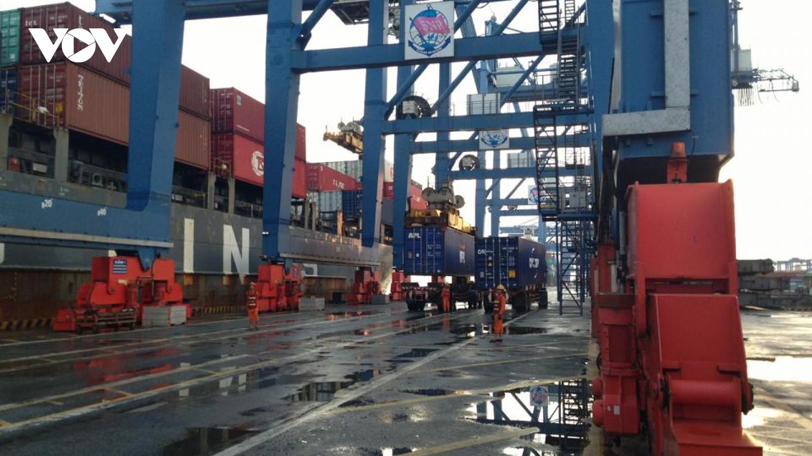 Cước vận tải biển tăng cao: Các hãng tàu cần minh bạch giá