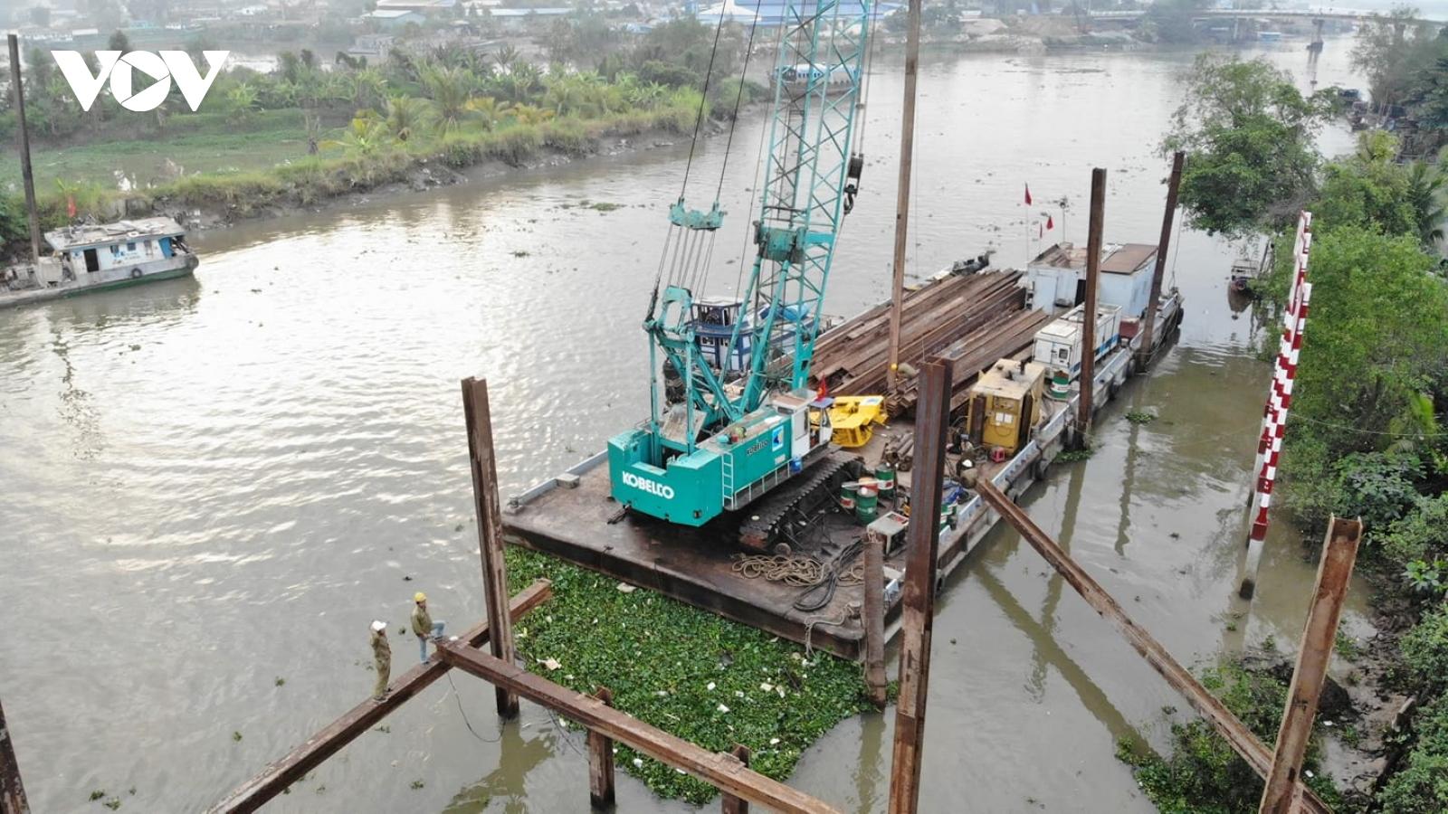 Tiền Giang khẩn trương thi công đập thép ngăn nước mặn để cung cấp nước ngọt