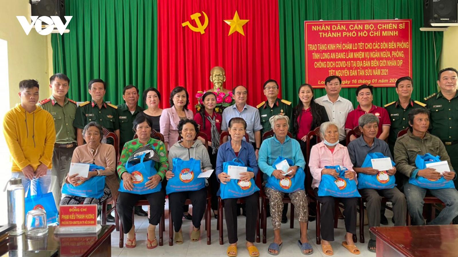 MTTQ TP HCM trao quà tết cho người nghèo tỉnh Long An
