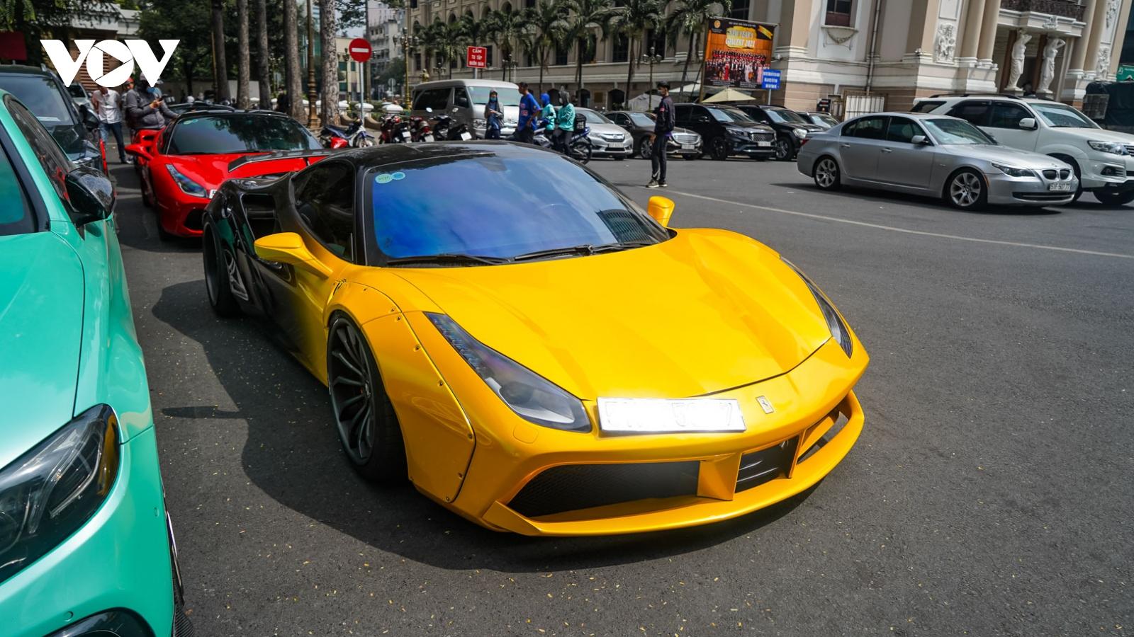 """Ferrari 488 GTB độ Liberty Walk tái xuất với """"bộ áo"""" ấn tượng"""