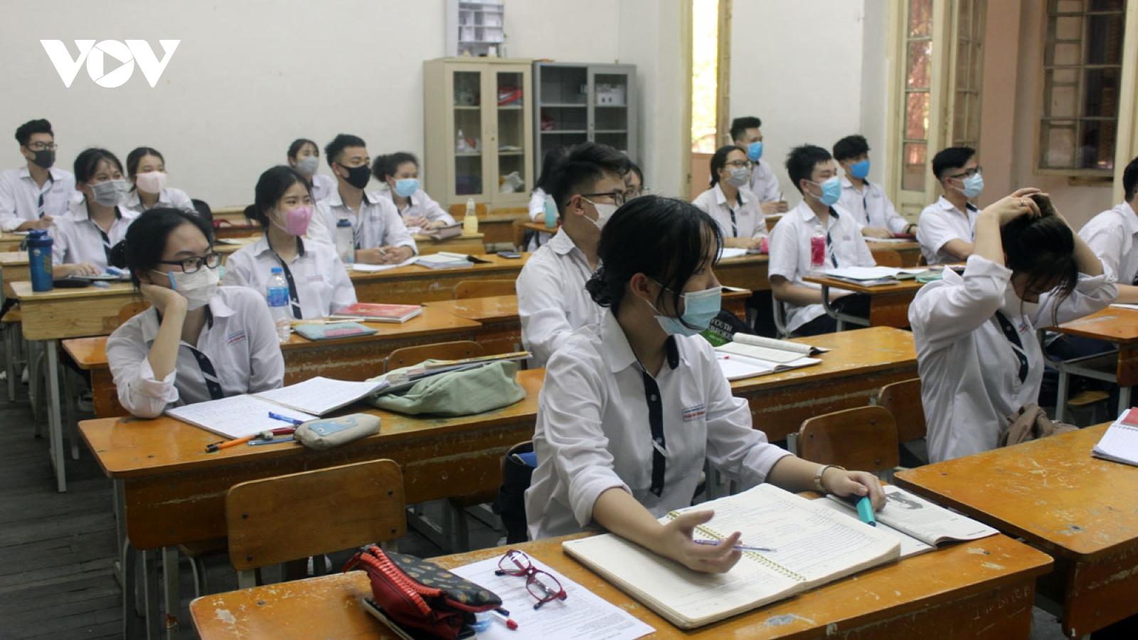 Yêu cầu các Sở GD-ĐT kịp thời cho học sinh nghỉ khi cần để phòng, chống Covid-19