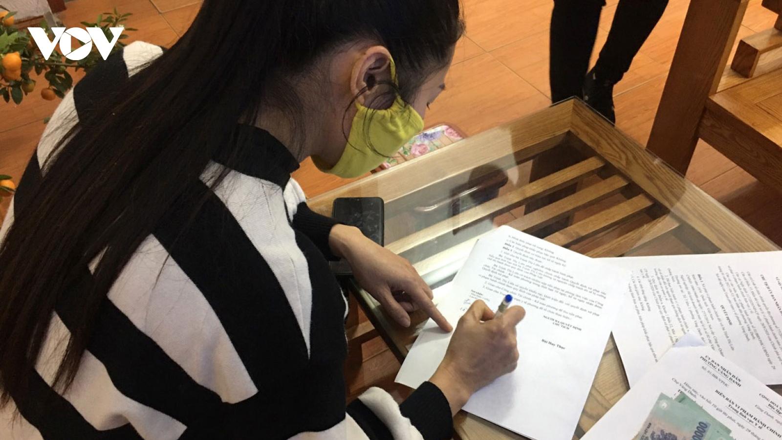 Quảng Ninh xử phạt người dân không đeo khẩu trang nơi công cộng