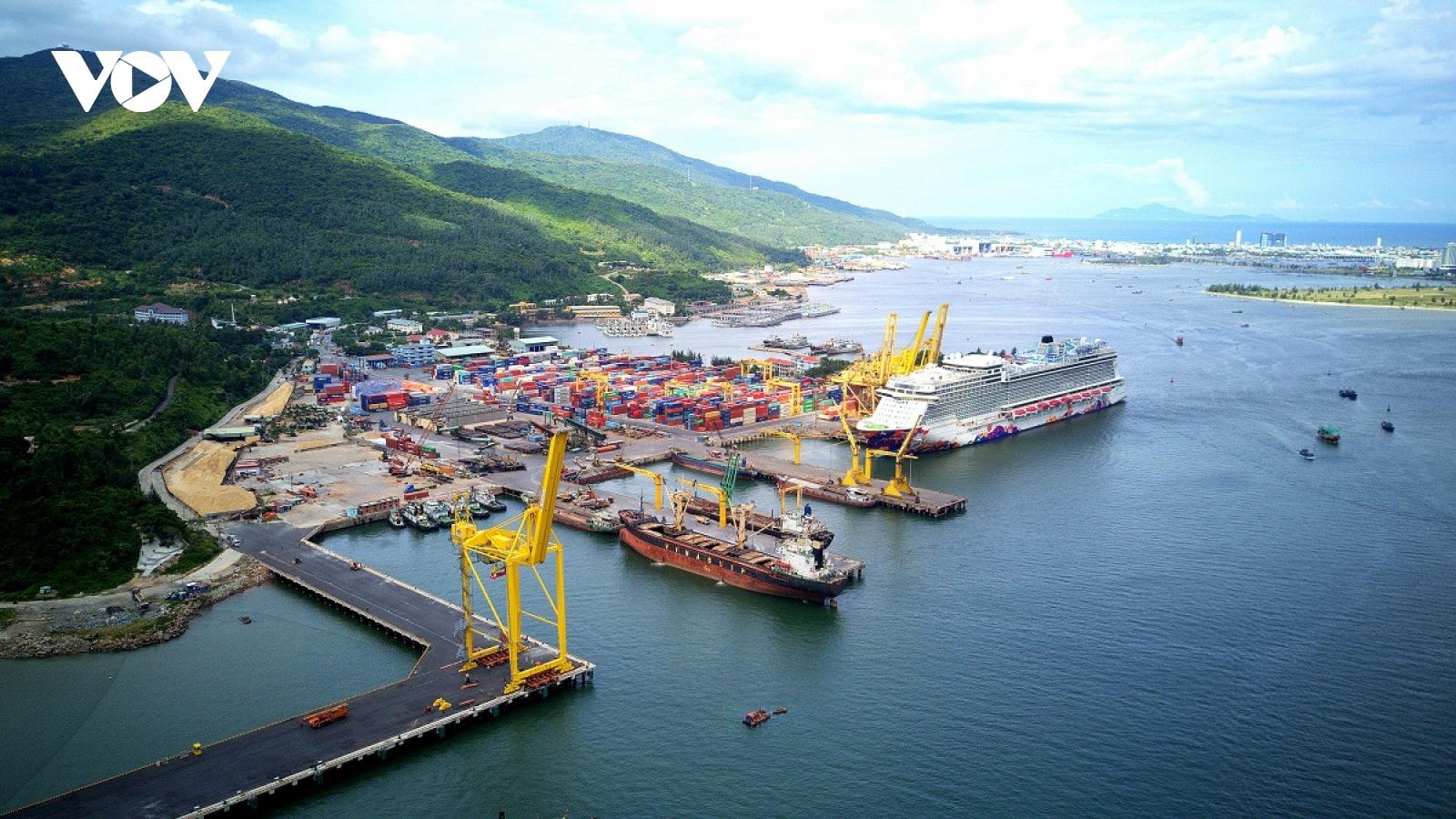 Cảng Đà Nẵng đón 3 chuyến tàu đầu tiên trong ngày mùng 1 Tết