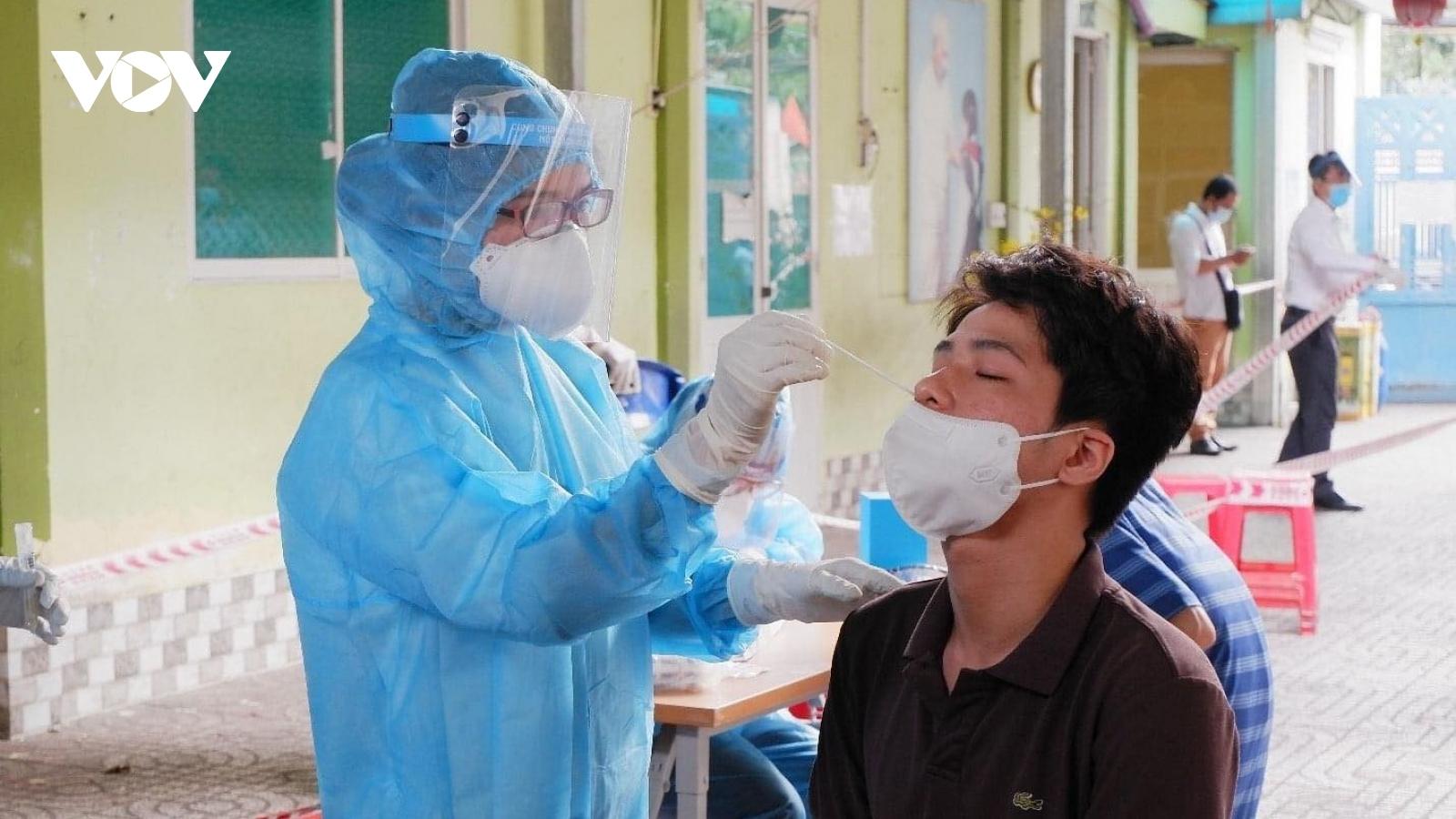 Bí thư Thành ủy TPHCM: Tìm thêm các điểm nguy cơđể ngănchặn lây lan dịch bệnh sớm nhất
