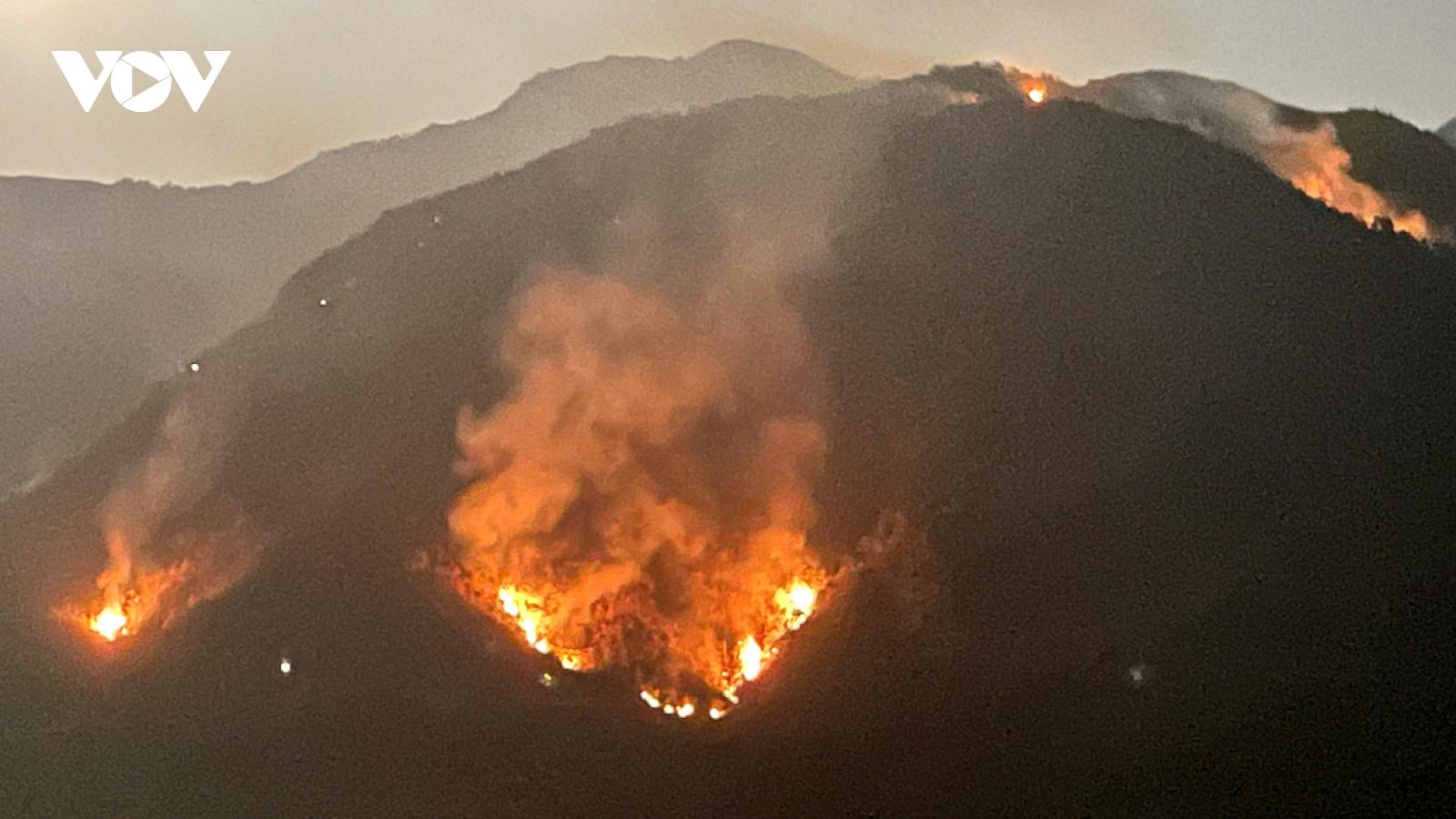 Huy động gần 1.000ngườichữa cháyrừng ở Lai Châu