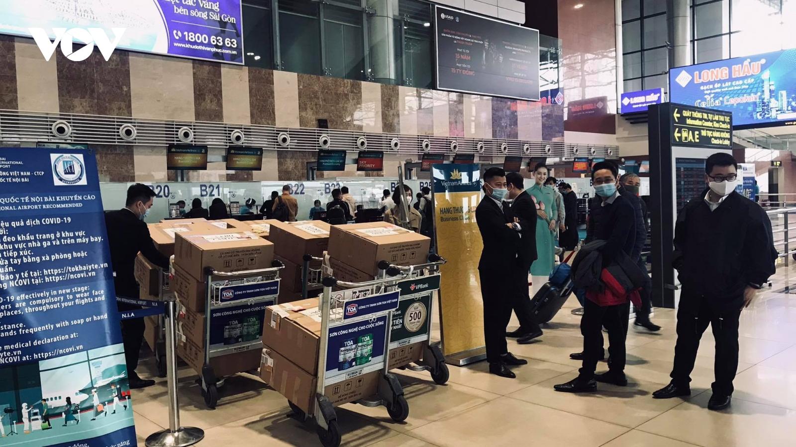 Đề xuất xét nghiệm COVID-19 cho 3.200 nhân viên sân bay Nội Bài