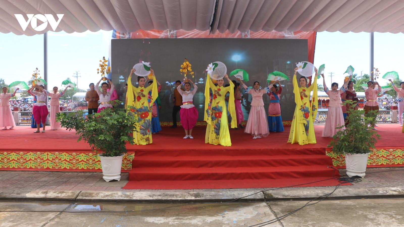 Đồng bào các dân tộc ở Sóc Trăng đoàn kết vui Xuân, đón Tết