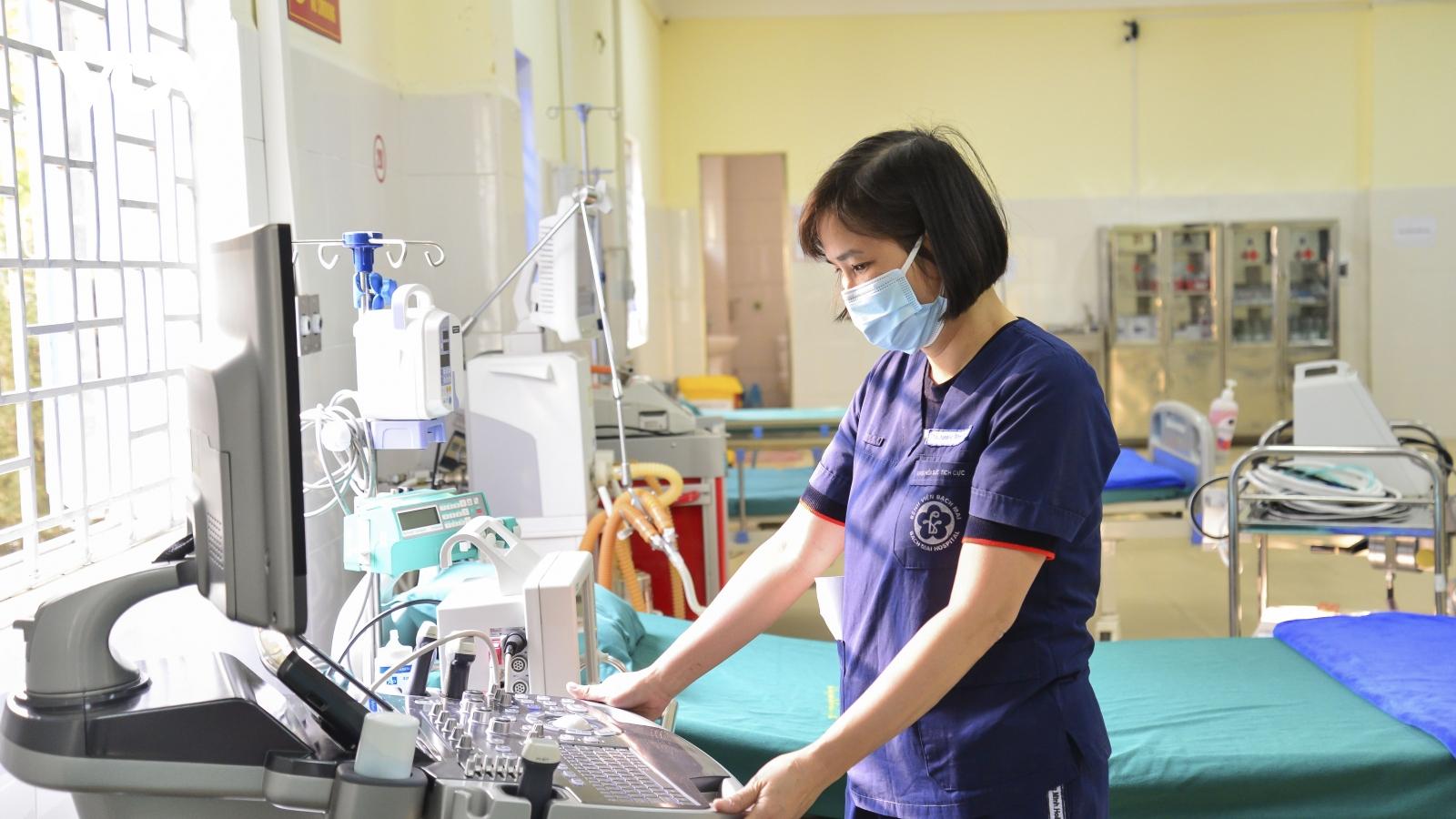 """Cận cảnh bệnh viện dã chiến hoàn thành """"thần tốc"""" xuyên đêm tại Điện Biên"""