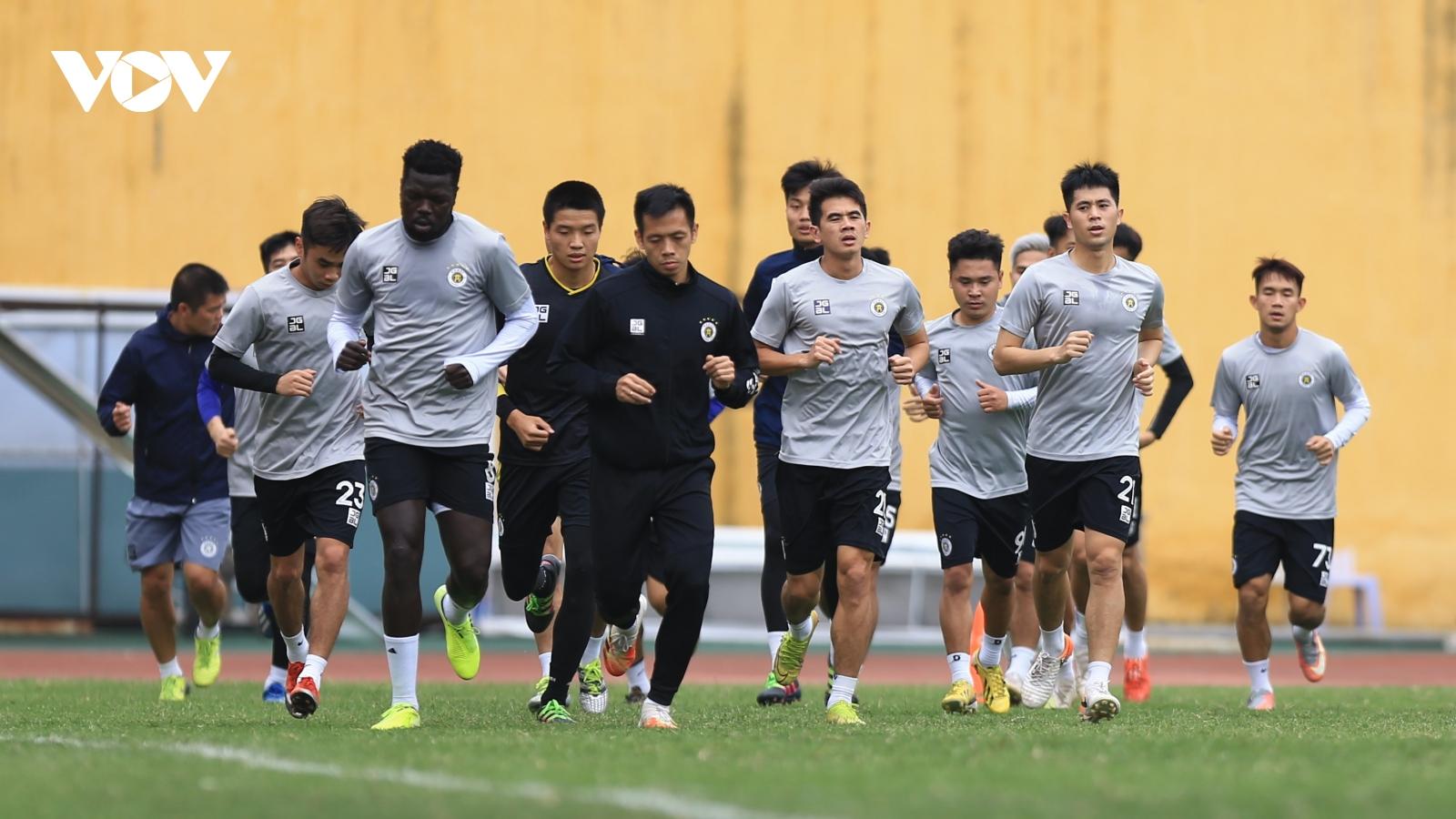 """Dàn sao ĐT Việt Nam hứng khởi tập luyện trong ngày Hà Nội FC """"khai xuân"""""""