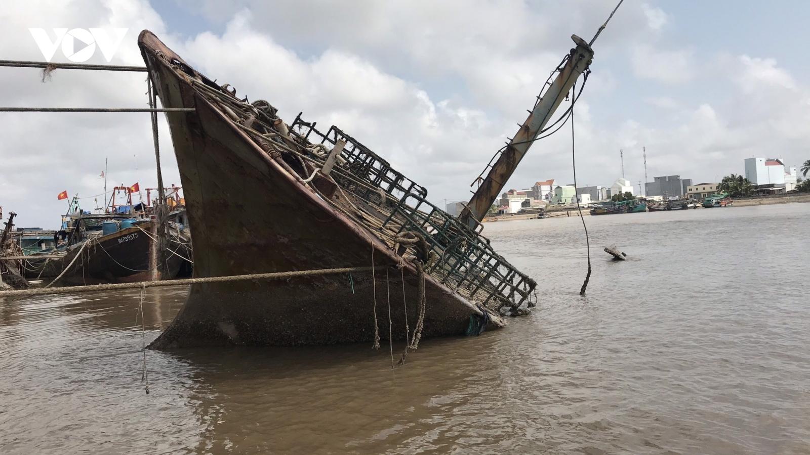 """Thông tin """"Xác tàu có chữ nước ngoài tấp vào bờ biển Gành Hào"""" là không đúng"""