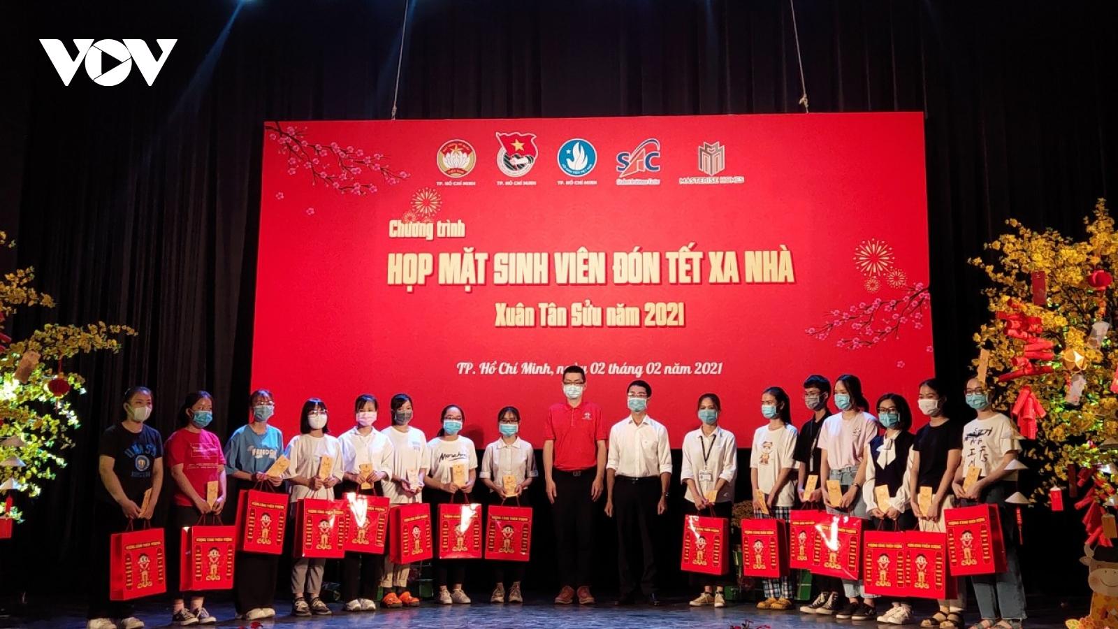 Hàng nghìn sinh viên nghèo được hỗ trợ ở lại TP HCM đón Tết vì dịch Covid-19
