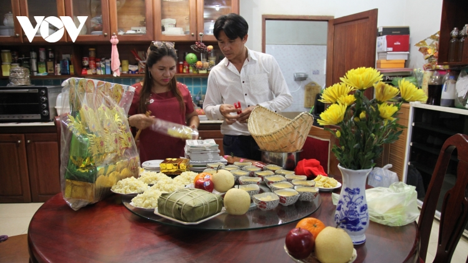 Tết ông Công ông Táo và câu chuyện giữ gìn văn hóa truyền thống của người Việt tại Lào