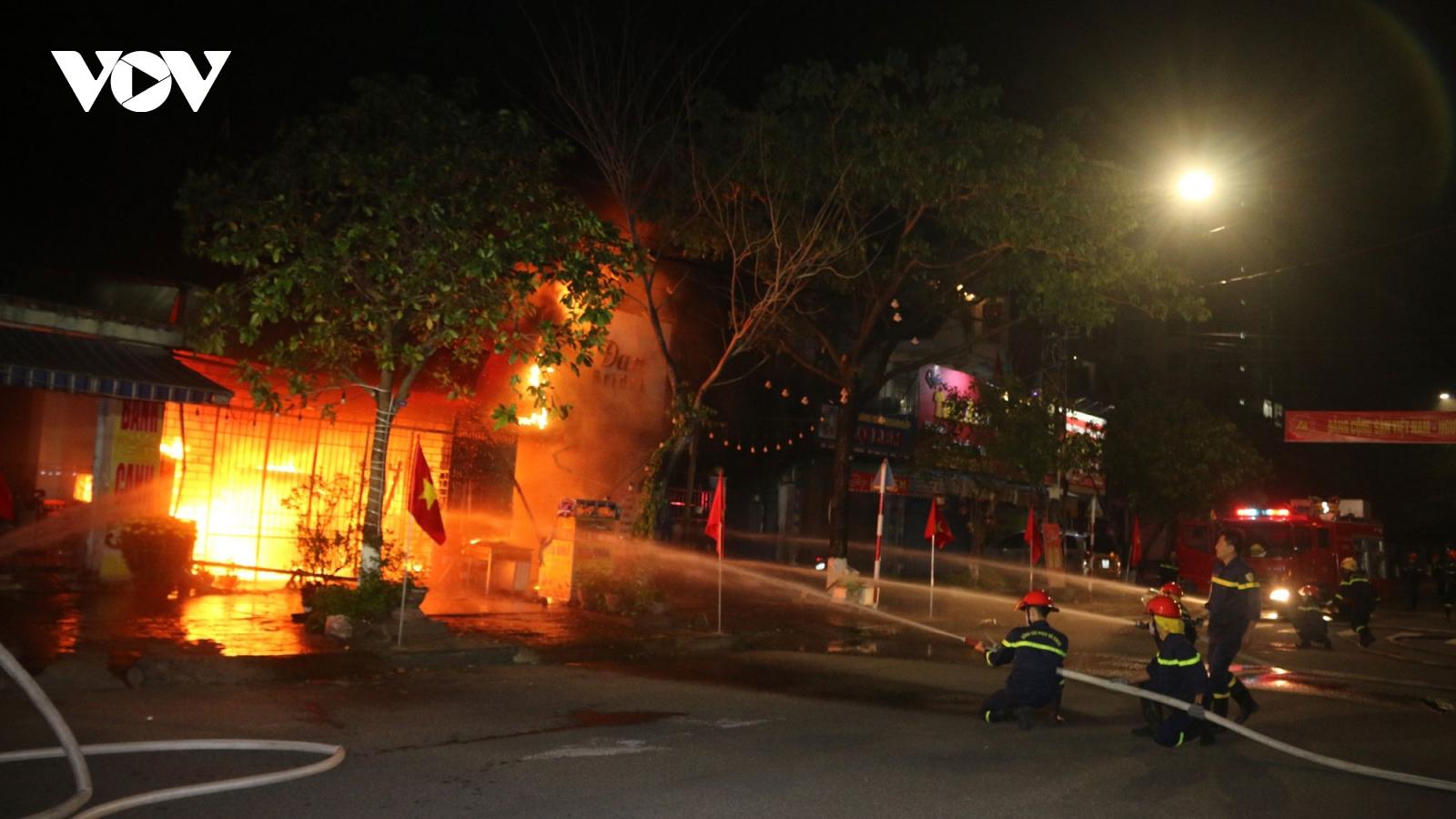 Cháy nhà dân sáng mùng 4 Tết, 6 người thoát nạn