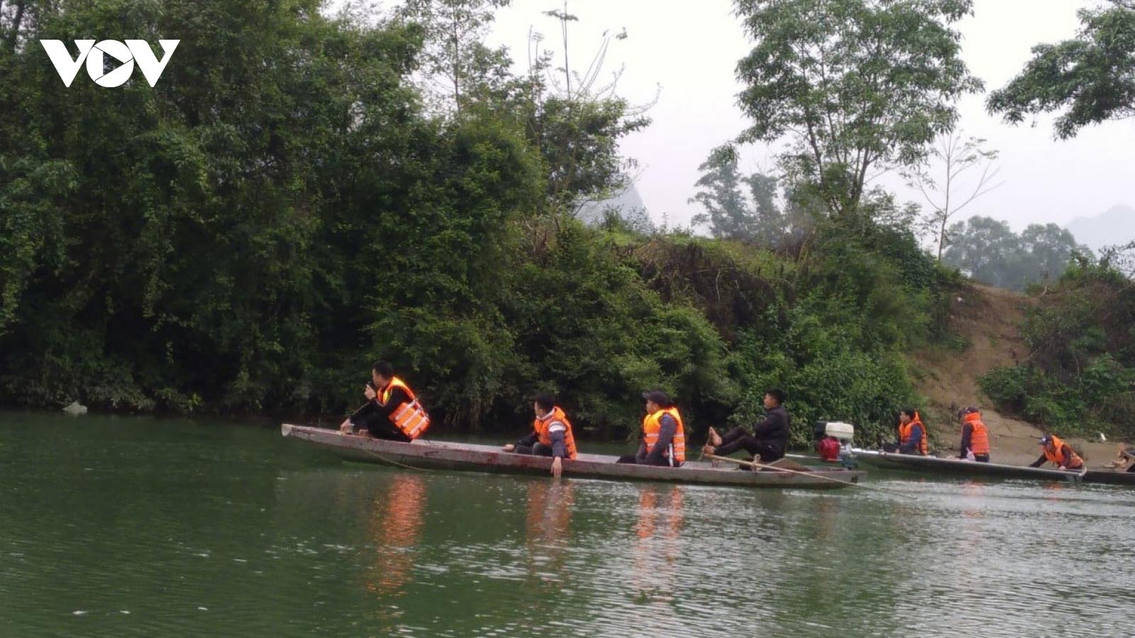 Tìm thấy thi thể hiệu trưởng tự vẫn ở sông Lam