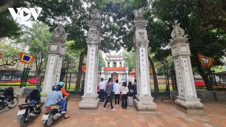 Pagodas and temples close in Hanoi amid COVID-19 fears