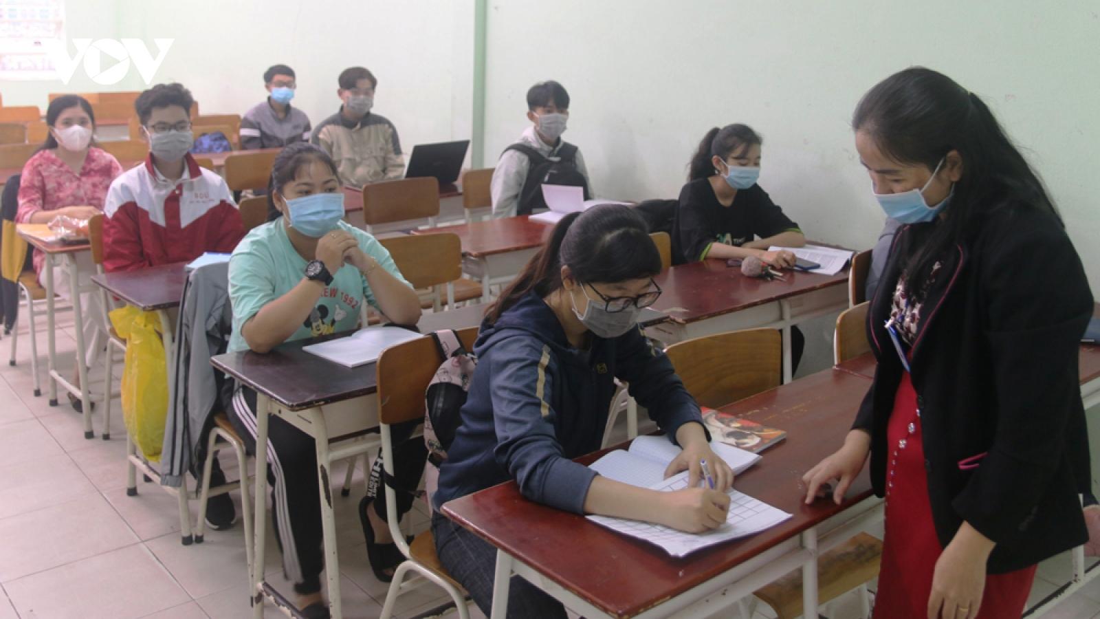 Học sinh, sinh viên nhiều địa phương trở lại trường sau kỳ nghỉ Tết dài