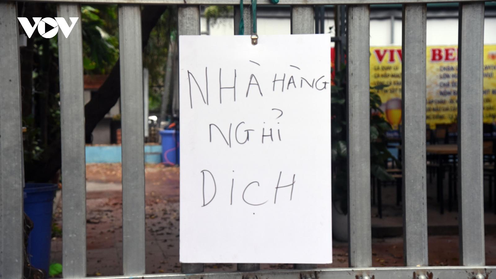 Không bị cấm, nhiều hàng quán ở Hà Nội vẫn không dám mở cửa