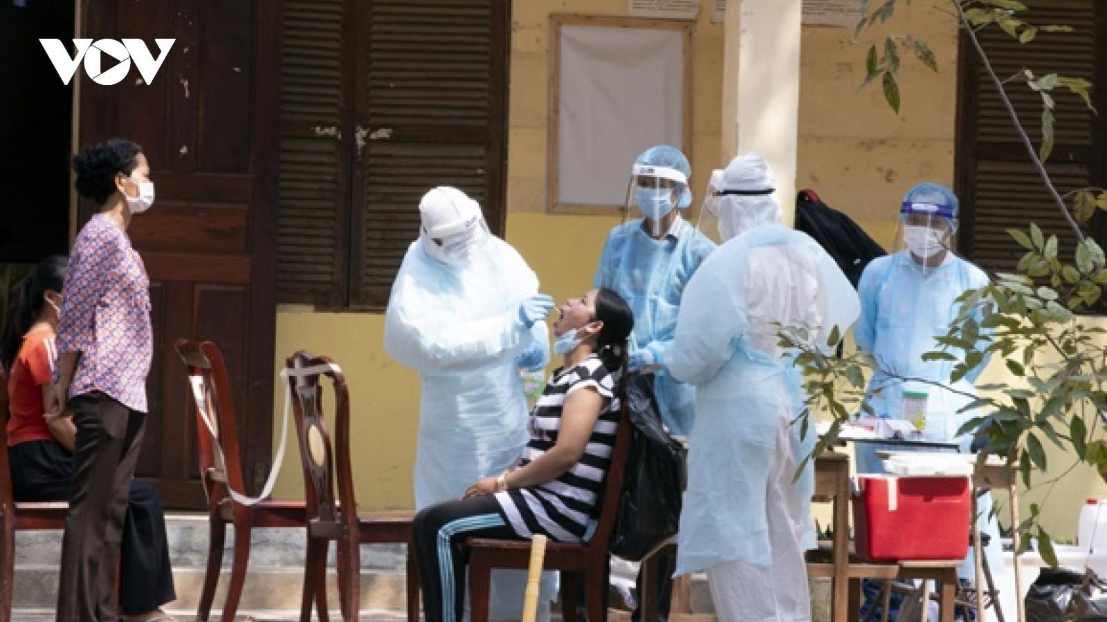 Campuchia phát hiện số ca lây nhiễm Covid-19 trong cộng đồng cao kỷ lục
