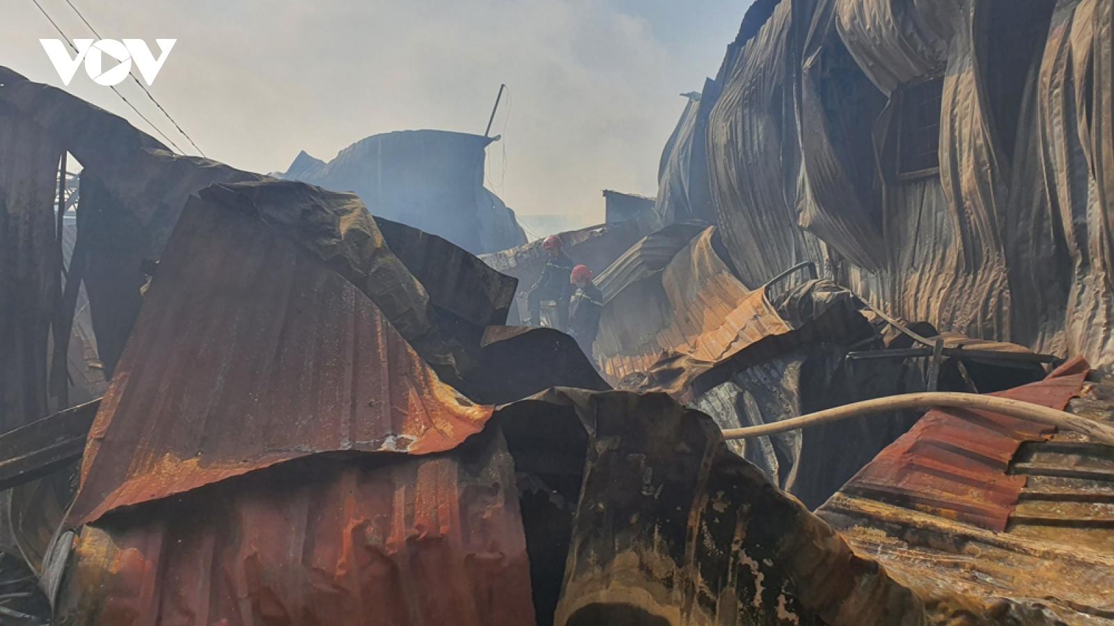 Vụ cháy dãy ki ốt ở Bình Dương ước tính thiệt hại hàng tỷ đồng