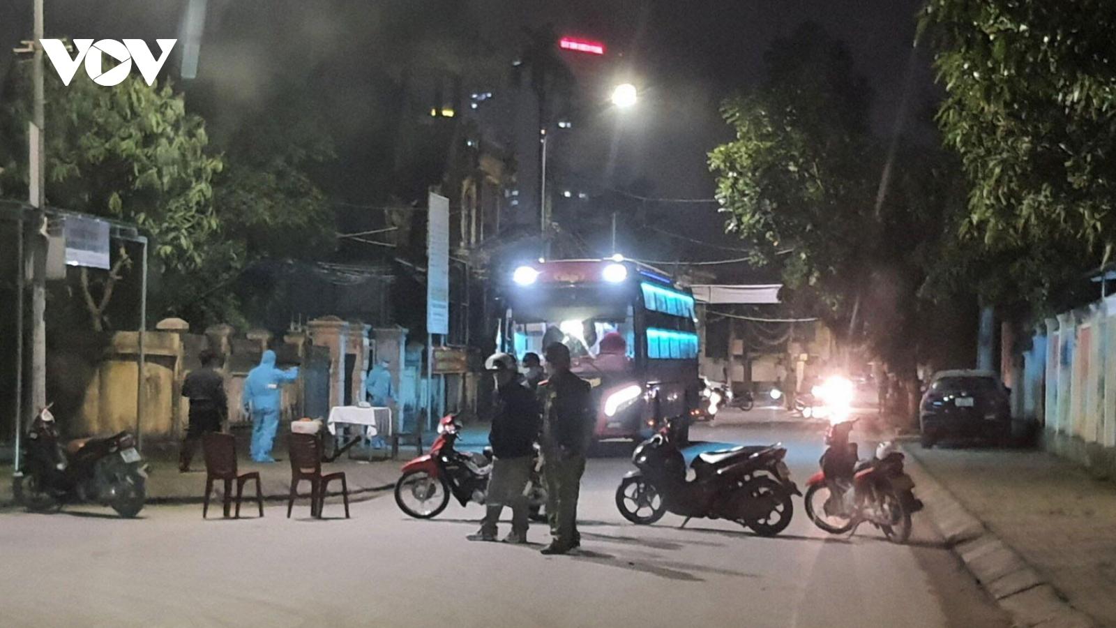 Tiếp nhận xe khách chở 22 sinh viên FPT, cách ly ngay trong đêm