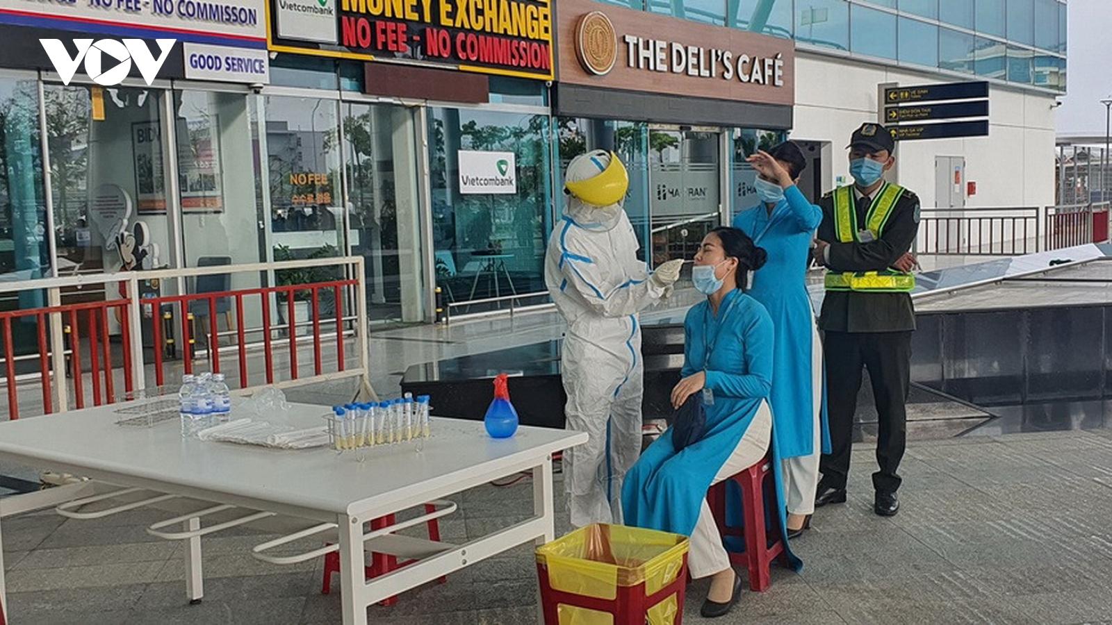 Hơn 1.200 nhân viên sân bay quốc tế Đà Nẵng âm tính lần 1 với SARS-CoV-2