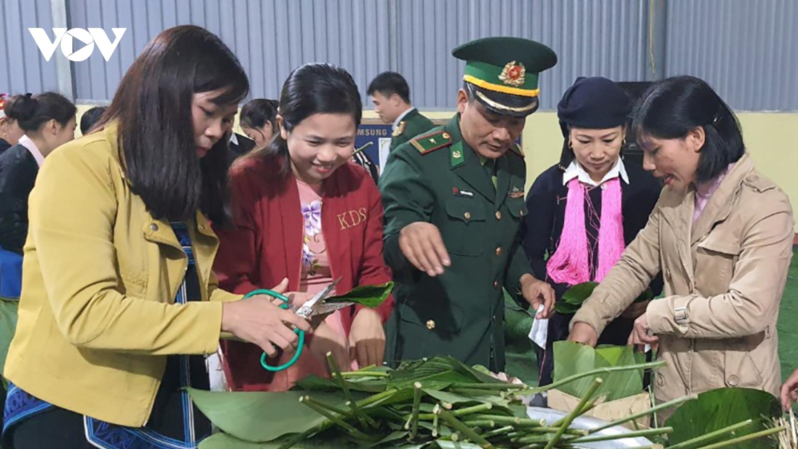 Lào Cai: Khen thưởng hộ thoát nghèo, tổ chức toàn dân ăn Tết