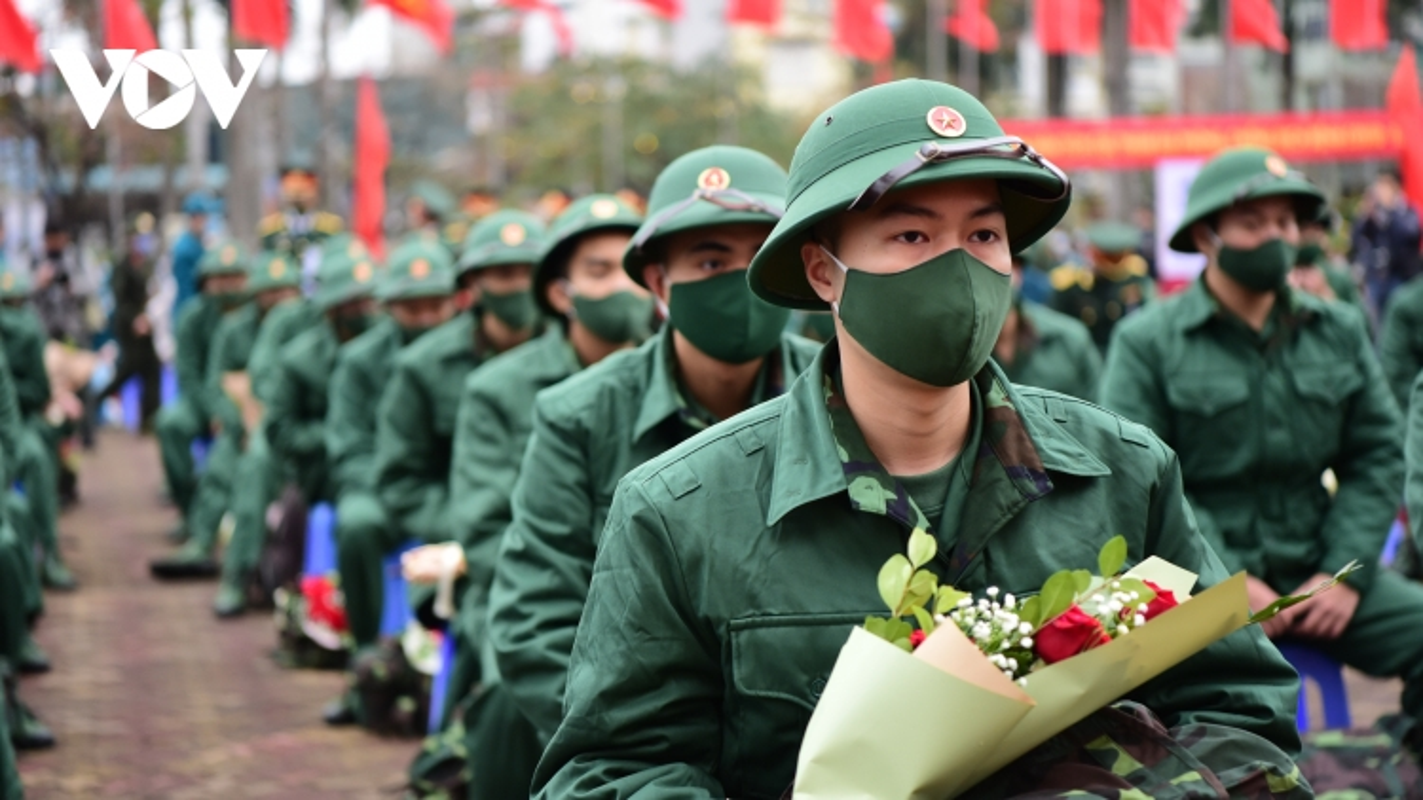 Thanh niên Hà Nội bịn rịn và hào hứng trước giờ nhập ngũ