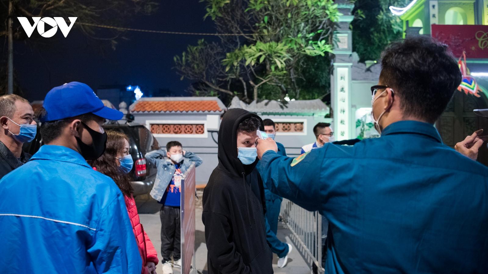 Lần đầu tiên, người dân đi lễ chùa Hà theo cách rất khác!