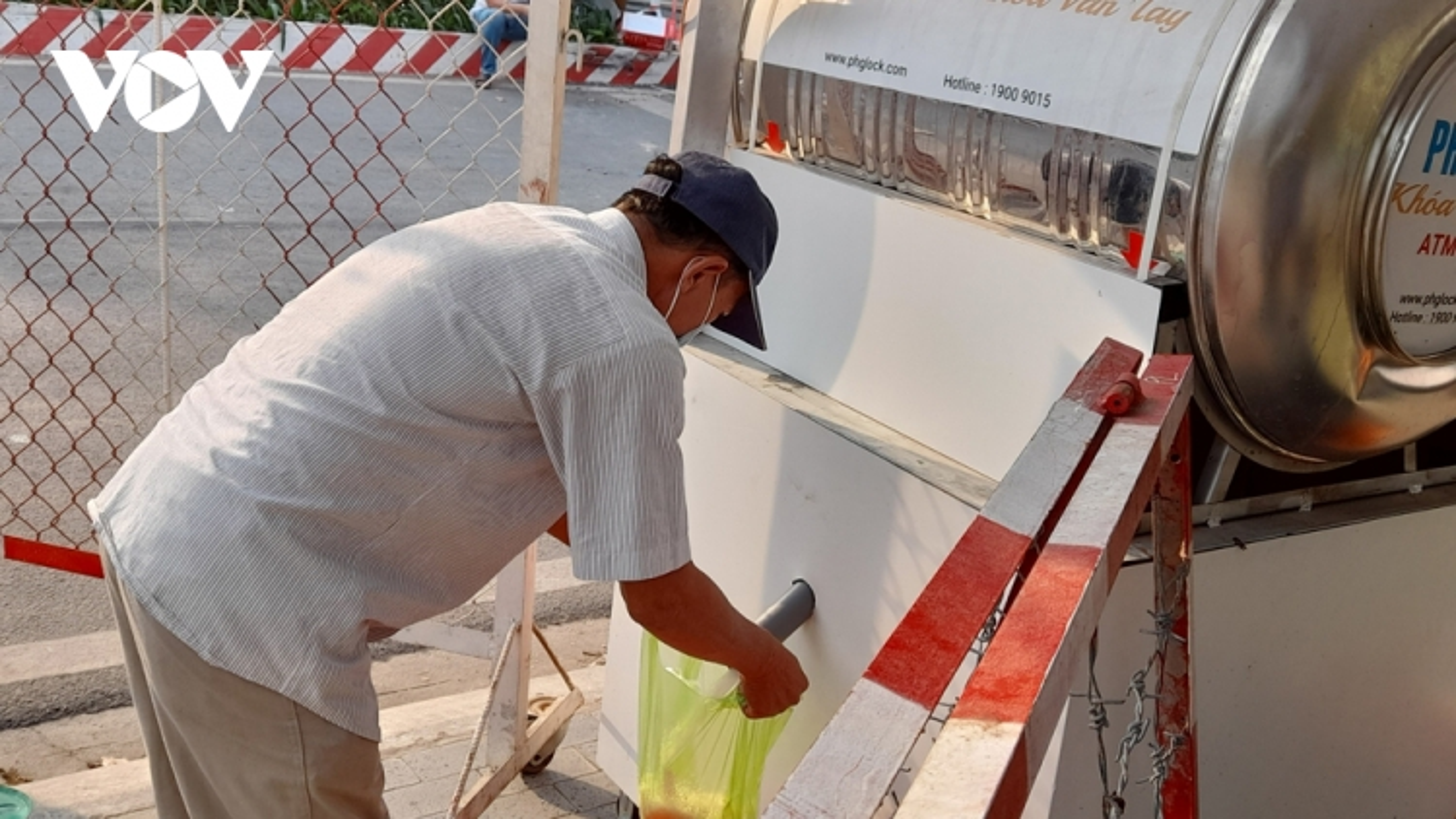 Cây ATM gạo đầu tiên trong khu phong tỏaở Bình Dương đi vào hoạt động
