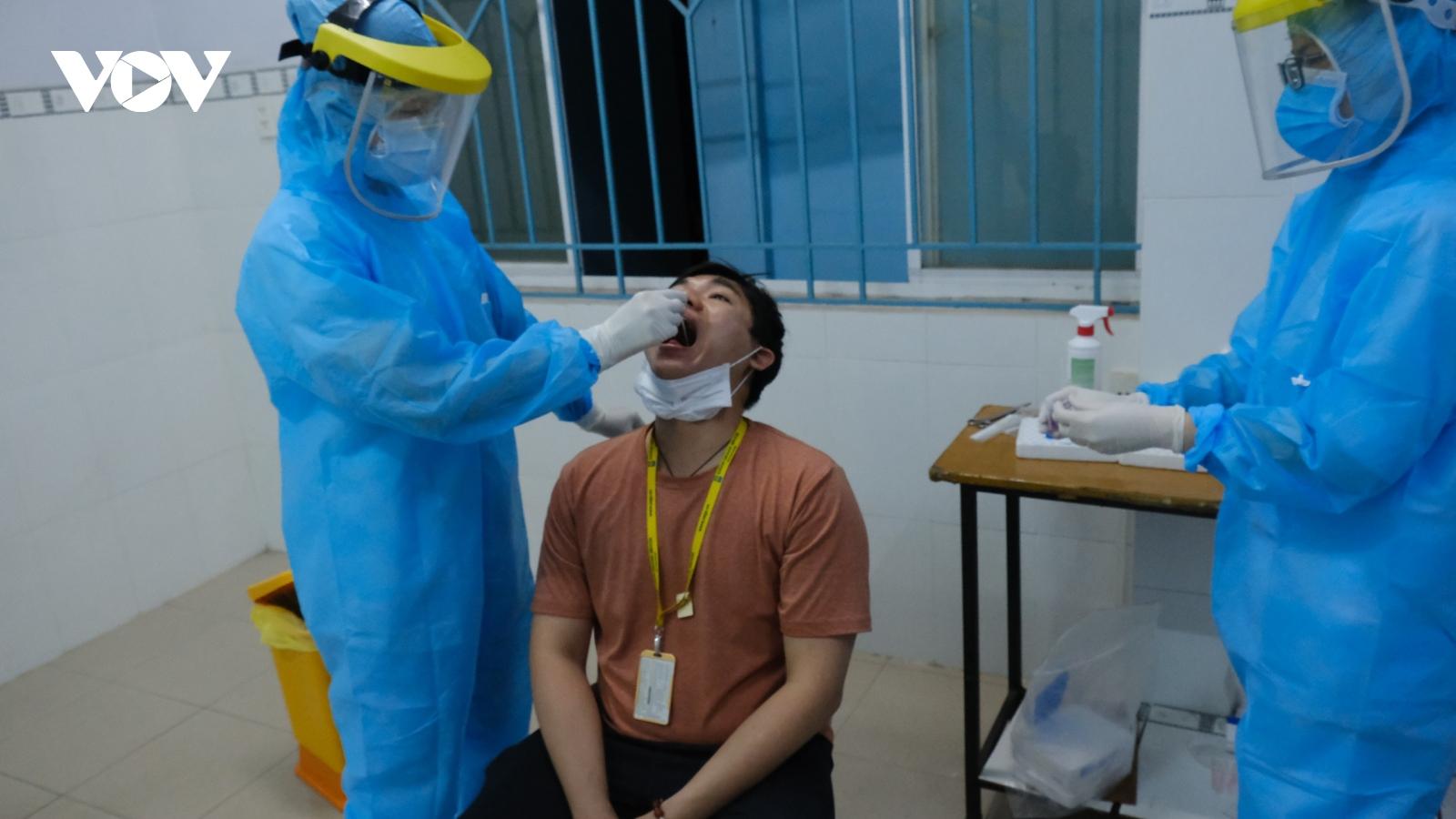 TPHCM xác định được hơn 200 trường hợp liên quan chùm ca bệnh tại sân bay Tân Sơn Nhất