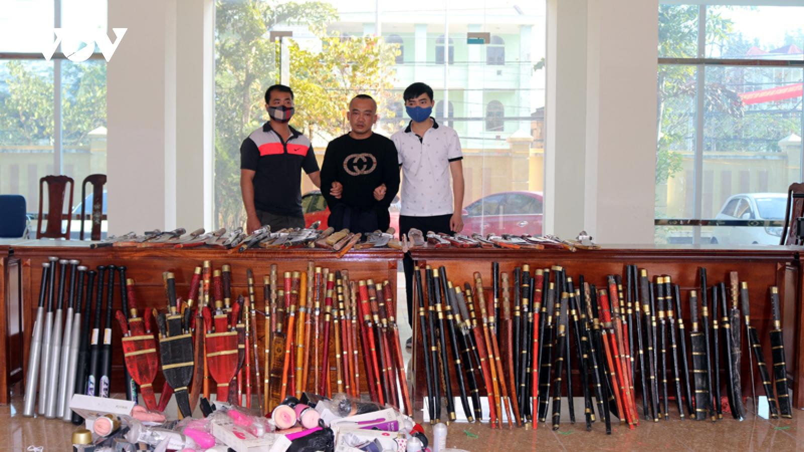 Điện Biên: Bắt 1 đối tượng, thu hàng trăm vũ khí và đồ chơi tình dục
