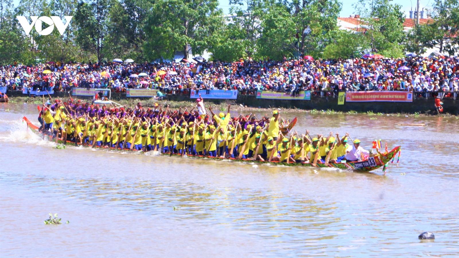 Độc đáo ghe Ngo của đồng bào Khmer