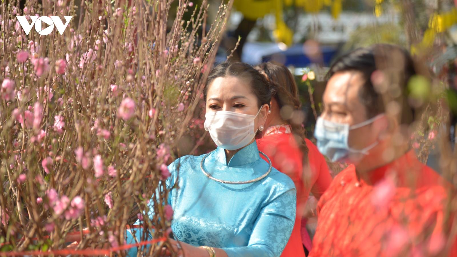Dạo quanh chợ hoa Tết truyền thống ở phố cổ Hà Nội