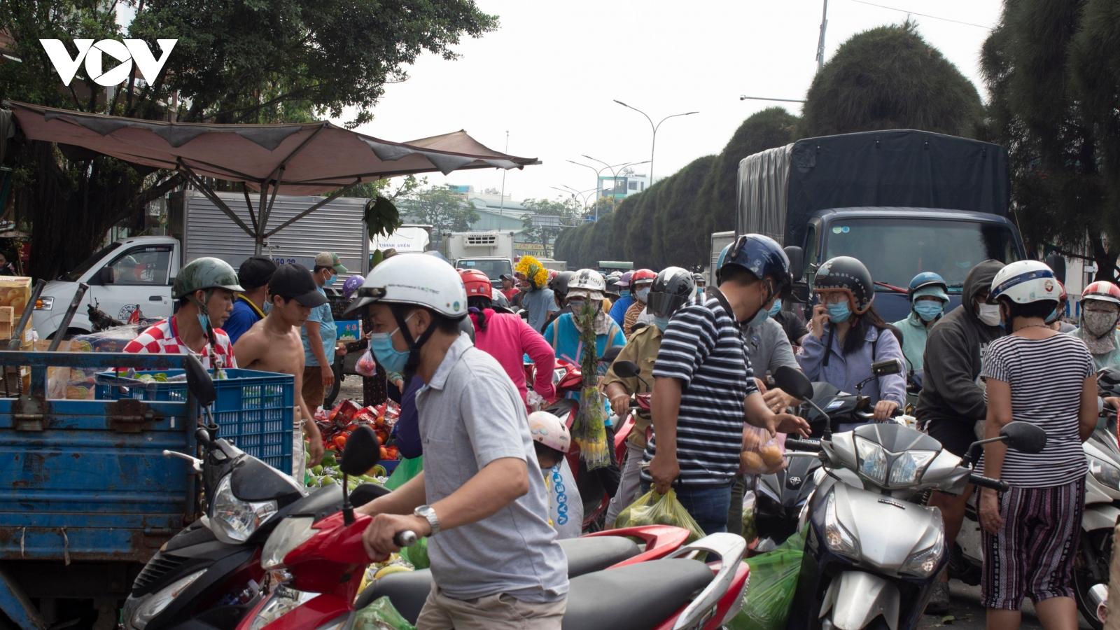Siêuthị ở TP HCM đông nghẹt người mua sắm trong ngày nghỉ Tết đầu tiên