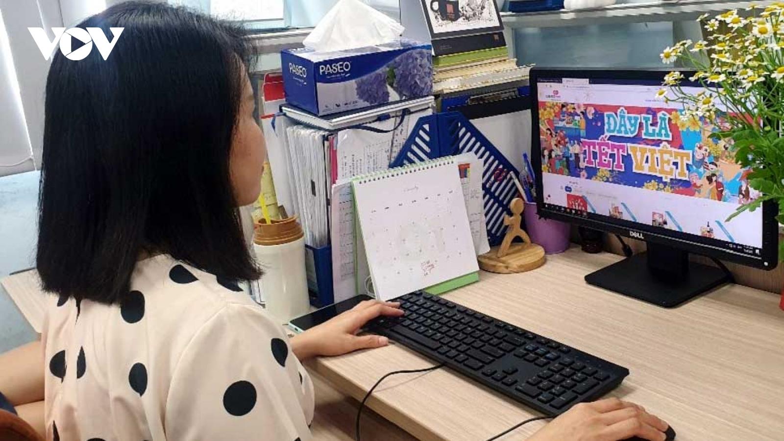 Người Việt tăng cường mua hàng online dịp Tết để tránh Covid 19