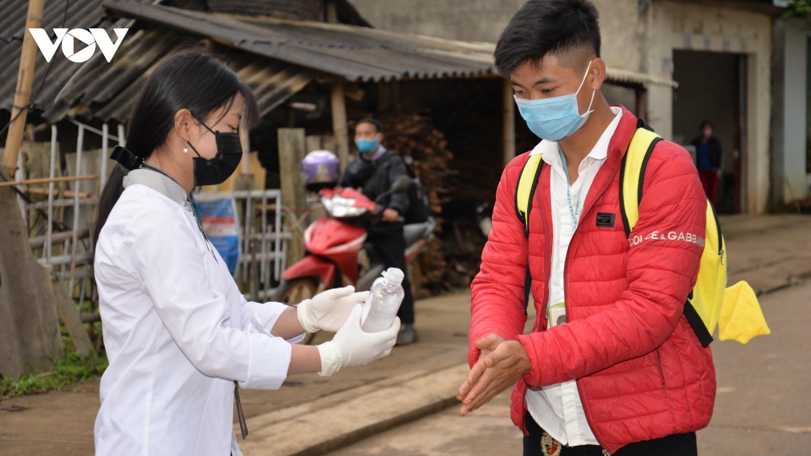 Ngày 17/2, học sinh tại tỉnh Sơn La đi học trở lại