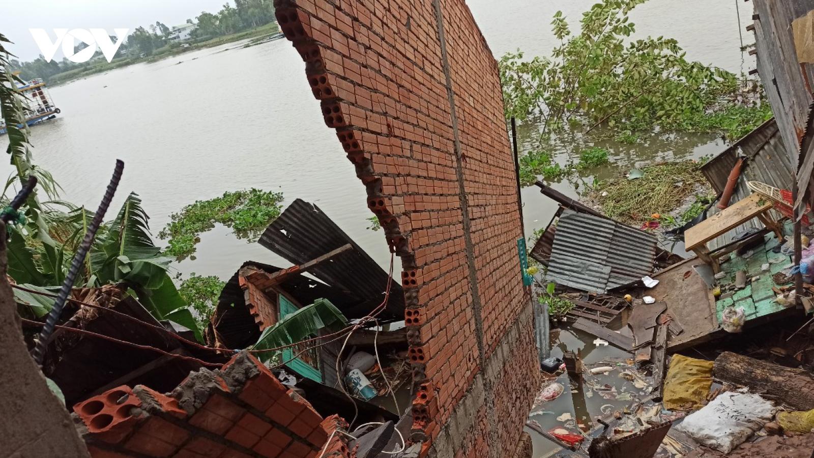 Sạt lở nghiêm trọng tại An Giang, 3 nhà dân di dời khẩn cấp
