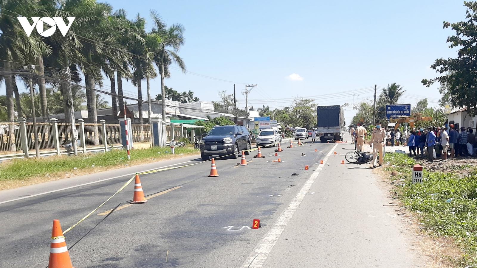 Xe máy đấu đầu xe tải ở Sóc Trănglàm một người tử vong