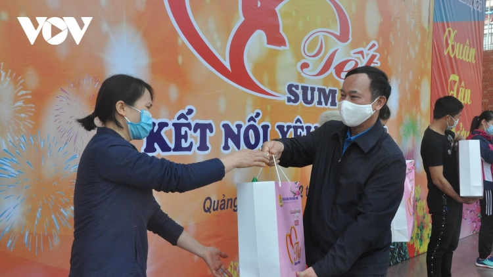 Quảng Ninh: Chăm lo tết cho gần 1 vạn công nhân xa quê