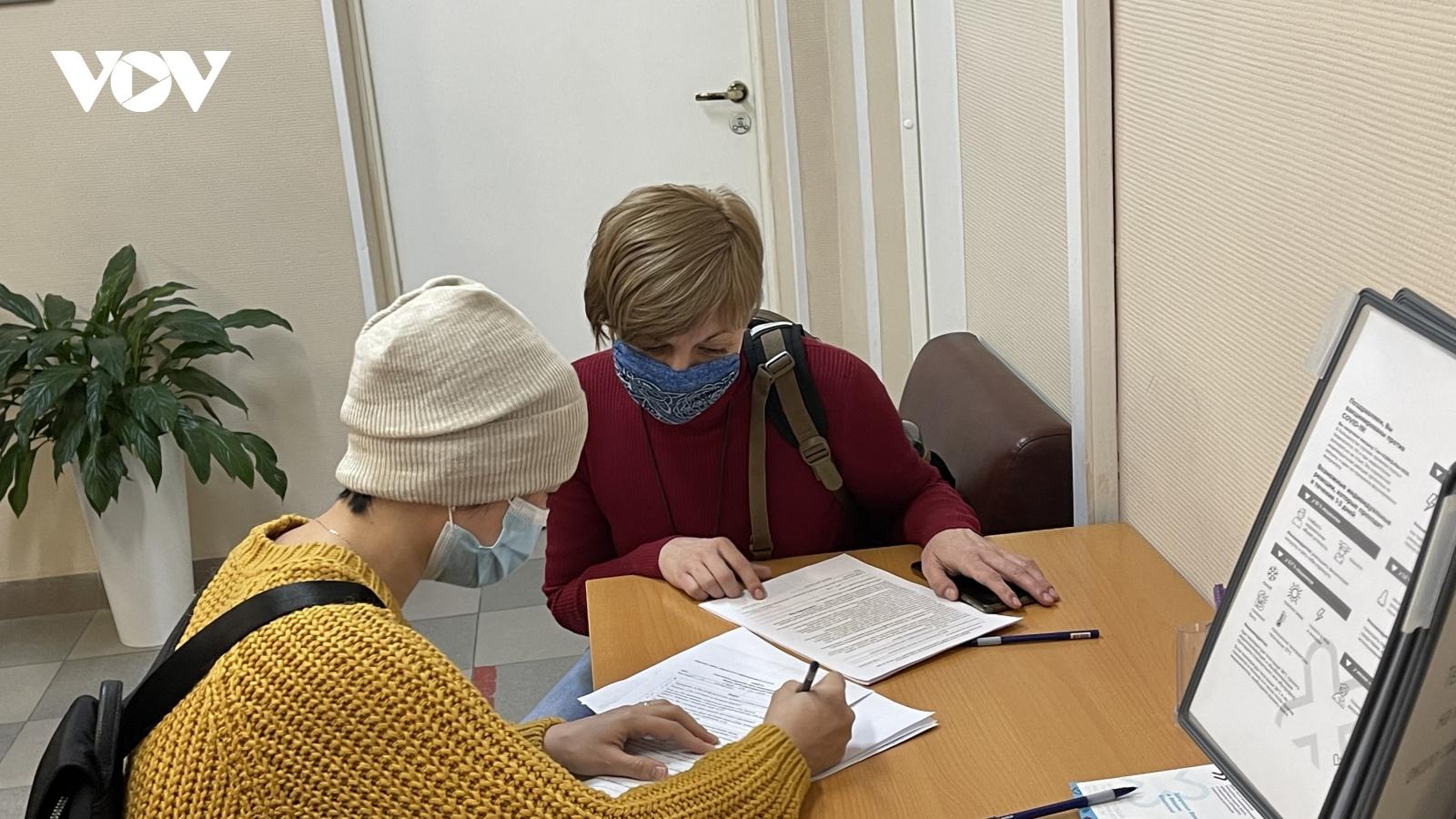 Người Việt tại Nga hưởng ứng việc tiêm vaccinengừa Covid-19