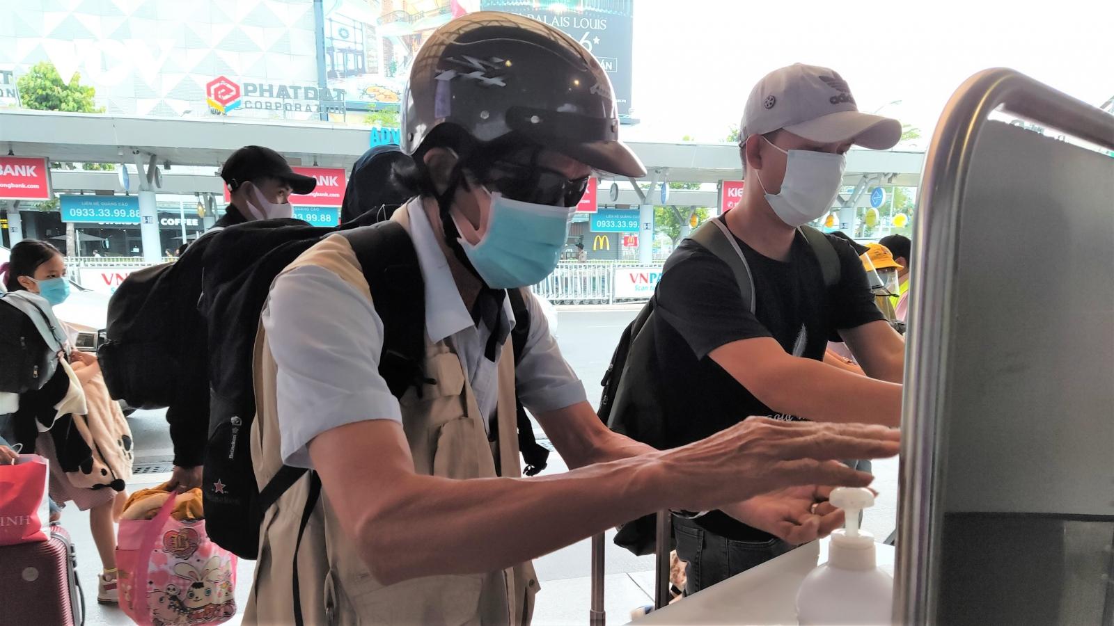 4 trường hợp nghi nhiễm SARS-CoV-2 cùng làm việc với BN1979 tại sân bay Tân Sơn Nhất