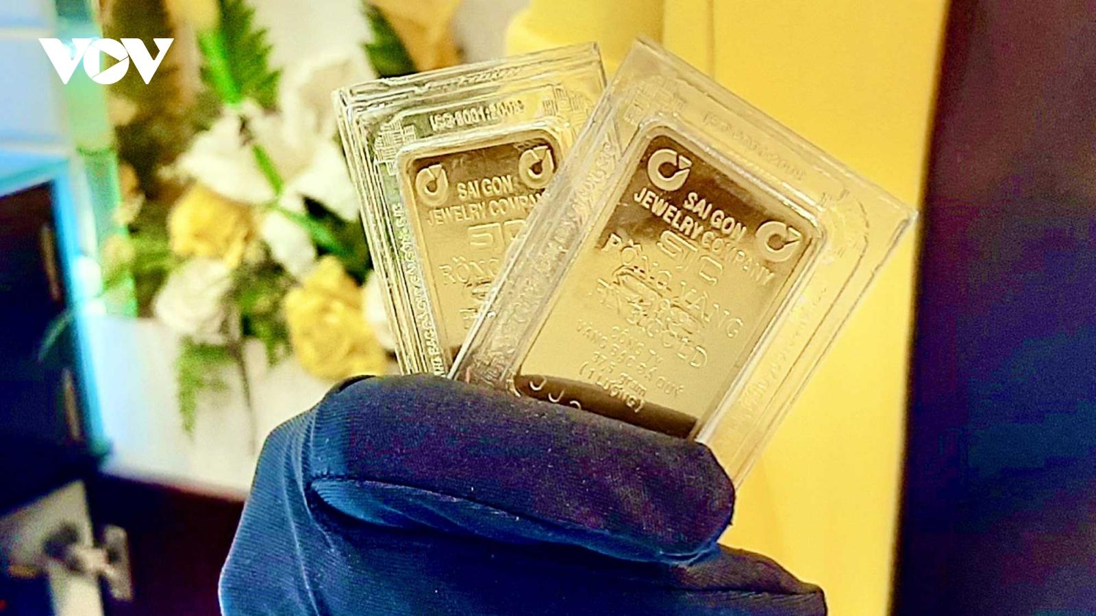 Giá vàng trong nước đứng yên, giá vàng thế giới giảm nhẹ