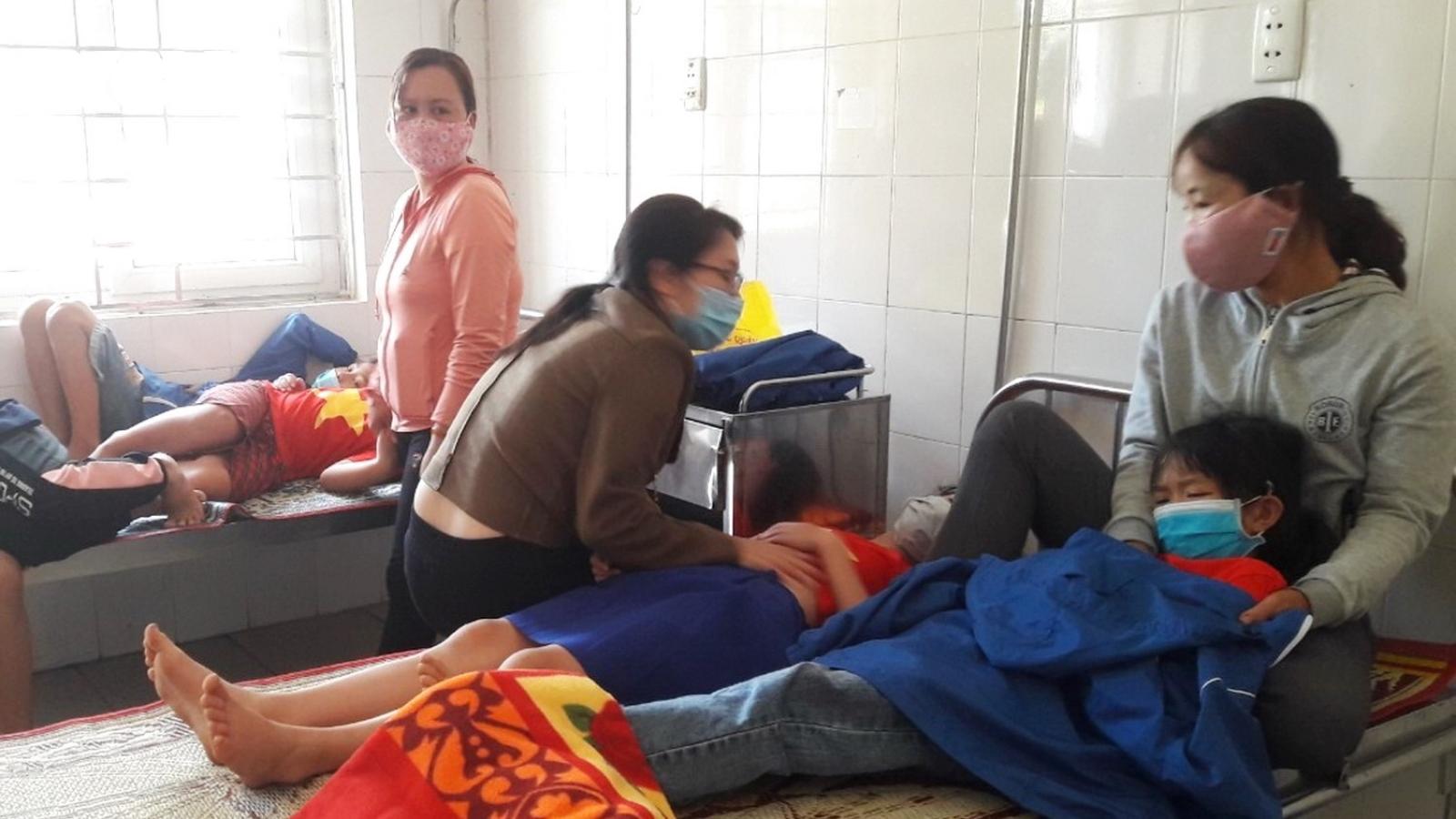 18 học sinh tiểu học nhập viện sau bữa ăn trưa