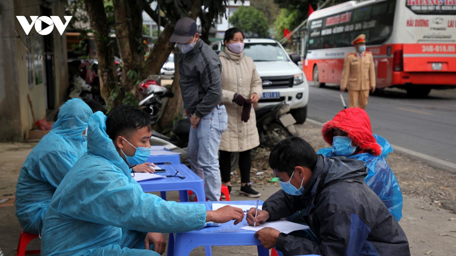 2 giáo viên ở Lai Châu bị xử phạt do vượt chốt kiểm soát dịch Covid-19