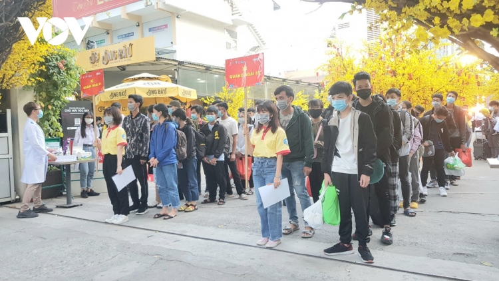 Gần 4.000 vé xe miễn phí cho sinh viên ở TP HCM về quê đón Tết