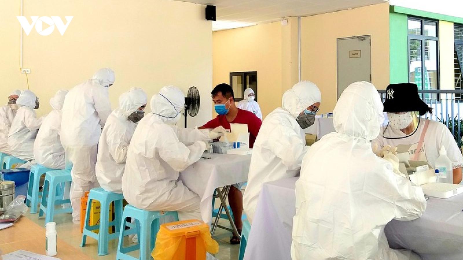 Hà Nội xét nghiệm SARS-CoV-2 cho tất cả người dân từ vùng dịch về